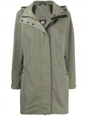 Пальто длины миди с капюшоном Canada Goose. Цвет: зеленый