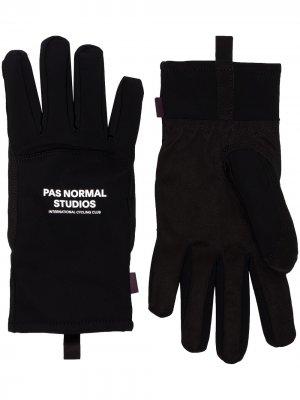 Спортивные перчатки Control Pas Normal Studios. Цвет: черный