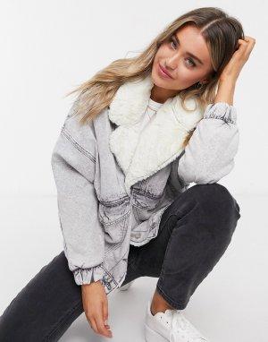 Джинсовая куртка в стиле oversized с воротником из искусственного меха сером цвете эффектом кислотной стирки -Серый Bershka