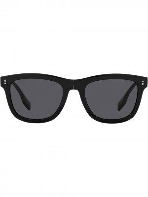 Солнцезащитные очки в квадратной оправе Burberry Eyewear. Цвет: черный