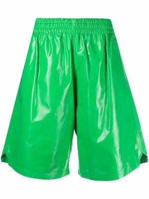 Кожаные шорты по колено Bottega Veneta. Цвет: зеленый