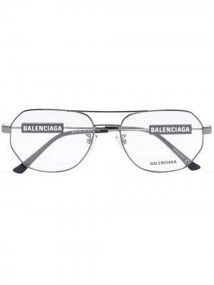 Очки с логотипом Balenciaga Eyewear. Цвет: серый