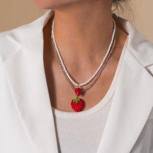 2шт Ожерелье с бусинами декором клубники SHEIN. Цвет: красный