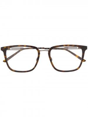 Очки в квадратной оправе черепаховой расцветки Calvin Klein. Цвет: коричневый
