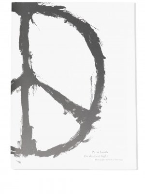 Книга Doors of Light by Patti Smith UNDERCOVER. Цвет: белый