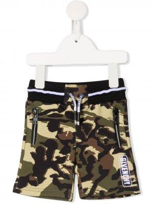Спортивные шорты с камуфляжным принтом Givenchy Kids. Цвет: зеленый