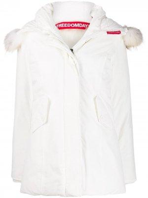 Пальто Chamois Freedomday. Цвет: белый