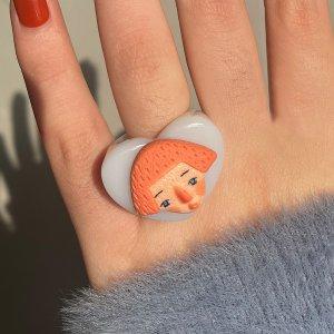 Массивном кольцо с персонажем SHEIN. Цвет: многоцветный