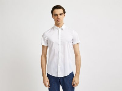 Рубашка приталенного силуэта с коротким рукавом Benetton. Цвет: белый
