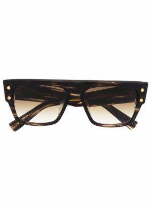 Солнцезащитные очки в квадратной оправе черепаховой расцветки Balmain Eyewear. Цвет: коричневый