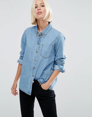 Светлая джинсовая рубашка ASOS DESIGN. Цвет: синий