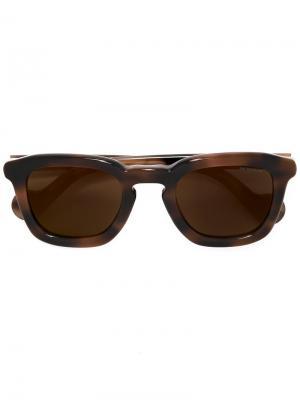 Солнцезащитные очки в квадратной оправе Moncler. Цвет: коричневый