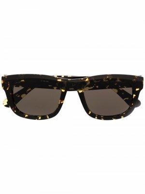 Солнцезащитные очки в квадратной оправе черепаховой расцветки Han Kjøbenhavn. Цвет: желтый
