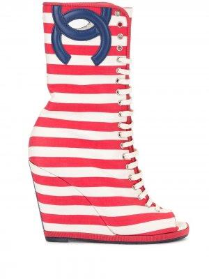 Ботильоны с открытым носком и логотипом CC Chanel Pre-Owned. Цвет: красный