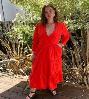 Хлопковое ярусное платье мидакси с запахом и оборкой -Красный Glamorous Curve
