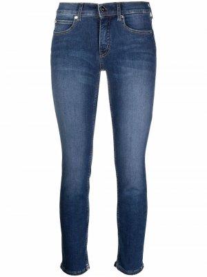 Укороченные джинсы кроя слим Calvin Klein. Цвет: синий