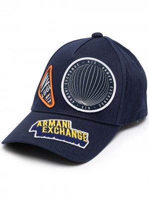 Бейсболка с нашивкой Armani Exchange. Цвет: синий