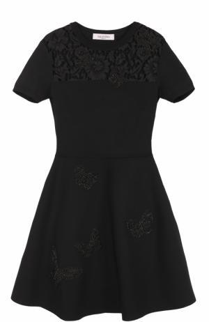 Платье с кружевной вставкой и вышивкой в виде бабочек Valentino. Цвет: черный