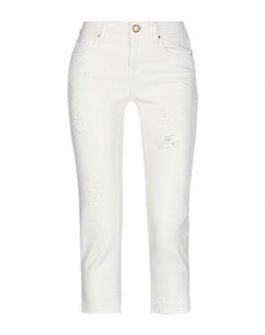 Джинсовые брюки-капри GUESS. Цвет: белый