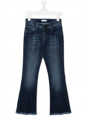 Расклешенные джинсы с эффектом потертости Iceberg Kids. Цвет: синий