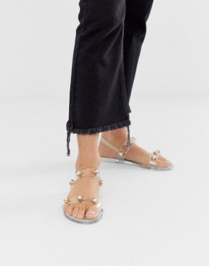 Прозрачные резиновые сандалии с отделкой заклепками River Island. Цвет: белый