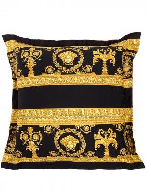 Подушка с принтом Barocco Versace. Цвет: красный