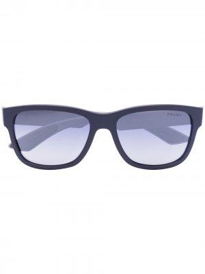 Солнцезащитные очки Sport в квадратной оправе Prada Eyewear. Цвет: черный
