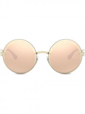Солнцезащитные очки On-Me в круглой металлической оправе Bvlgari. Цвет: золотистый