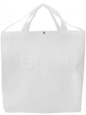 Большая сумка-тоут с принтом логотипа Calvin Klein Jeans Est. 1978. Цвет: белый