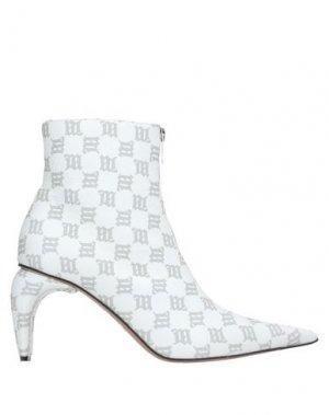 Полусапоги и высокие ботинки MISBHV. Цвет: белый