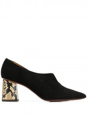 Туфли на контрастном каблуке Chie Mihara. Цвет: черный