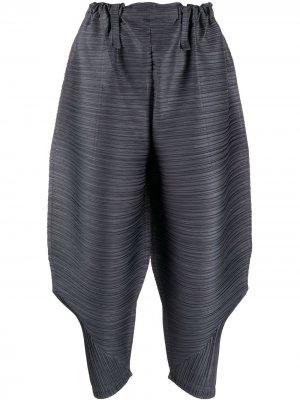 Зауженные брюки с плиссировкой Pleats Please Issey Miyake. Цвет: синий