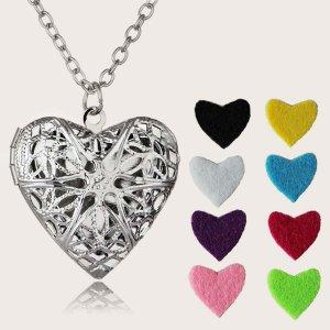 Ожерелье с подвеской полого сердечка ароматерапии 1шт и 8 войлочных прокладок SHEIN. Цвет: серебряные