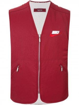 Двусторонний жилет из коллаборации с Nike Supreme. Цвет: красный