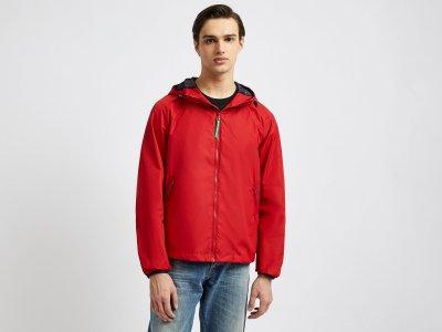 Куртка-дождевик с капюшоном Benetton. Цвет: красный