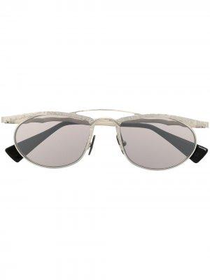 Солнцезащитные очки в овальной оправе Kuboraum. Цвет: серебристый