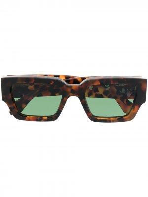 Солнцезащитные очки Mari в прямоугольной оправе Off-White. Цвет: коричневый