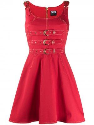 Джинсовый сарафан с поясом Versace Jeans Couture. Цвет: красный