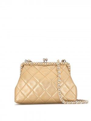 Стеганая сумка через плечо 1995-го года с цепочкой Chanel Pre-Owned. Цвет: золотистый