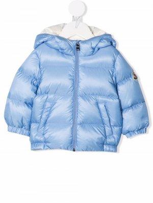Feather-down hooded puffer jacket Moncler Enfant. Цвет: синий