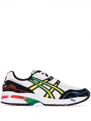 Кроссовки на шнуровке ASICS. Цвет: белый