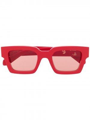 Солнцезащитные очки в квадратной оправе с логотипом Off-White. Цвет: красный
