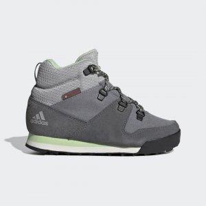 Обувь для активного отдыха Climawarm Snowpitch TERREX adidas. Цвет: зеленый