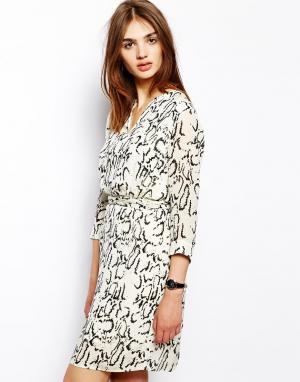 Платье со змеино-леопардовым принтом и поясом на талии BZR. Цвет: белый