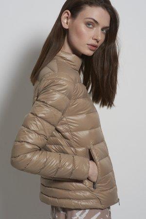 Куртка пуховик с воротником стойкой VASSA&Co. Цвет: бежевый