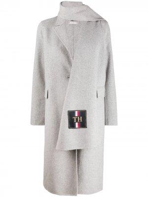 Однобортное пальто с шарфом Tommy Hilfiger. Цвет: серый
