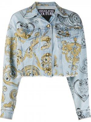 Укороченная джинсовая куртка с принтом baroque Versace Jeans Couture. Цвет: синий