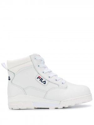 Высокие кроссовки со шнуровкой Fila. Цвет: белый