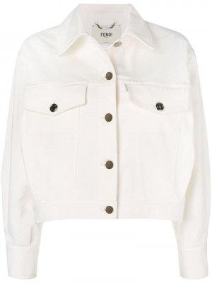 Джинсовая куртка с вышивкой Fendi. Цвет: белый