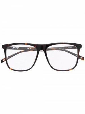Levis очки в оправе черепаховой расцветки с логотипом Levi's. Цвет: коричневый